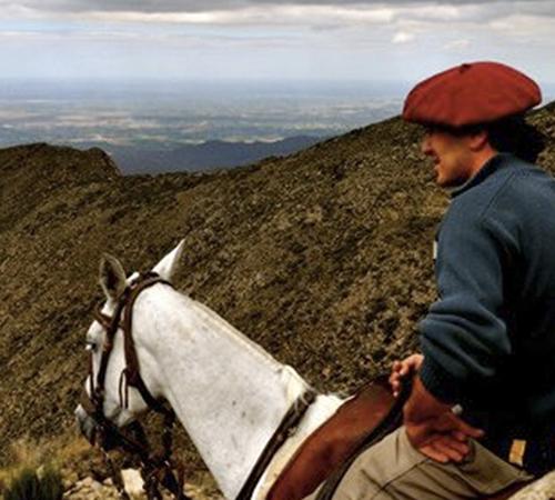gaucho-campo-argentino-cordilera-mendoza