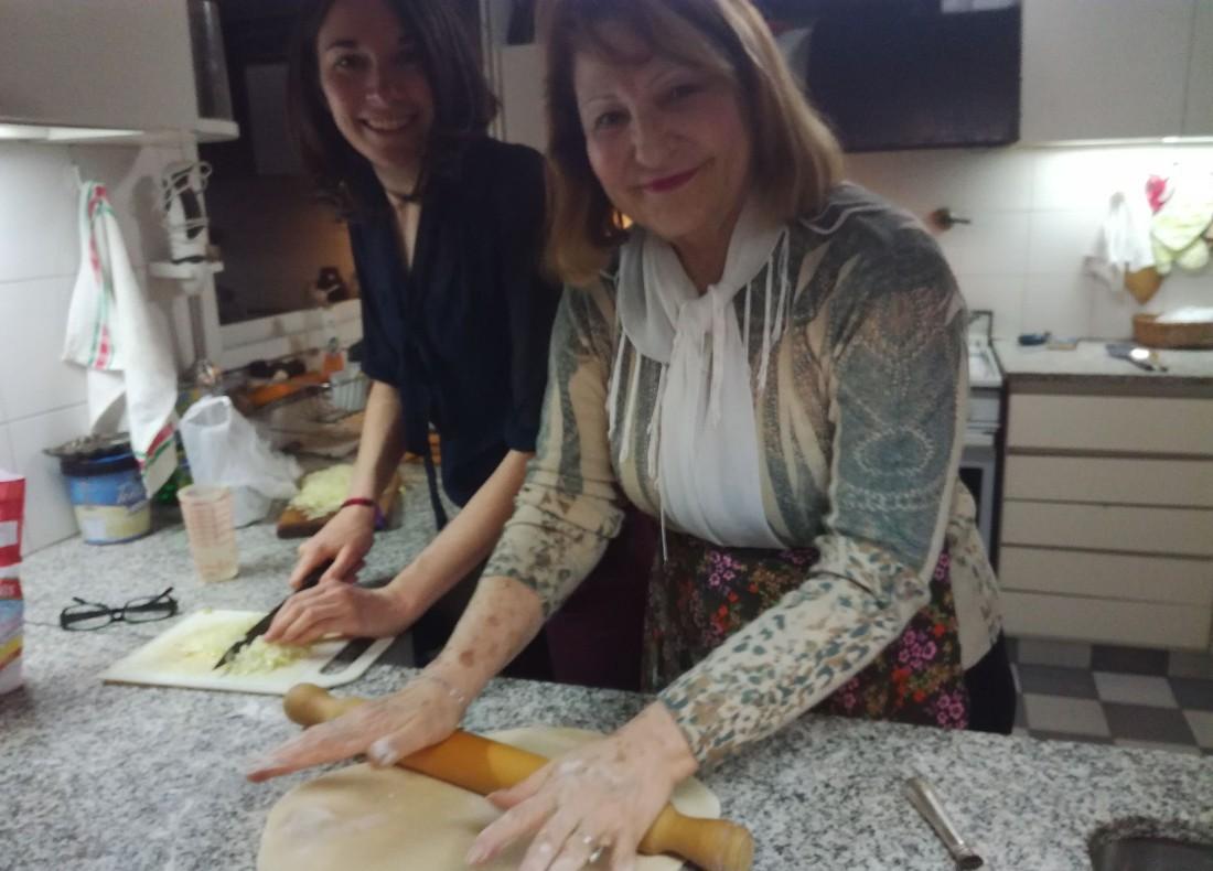portena cocinando taller empanadas