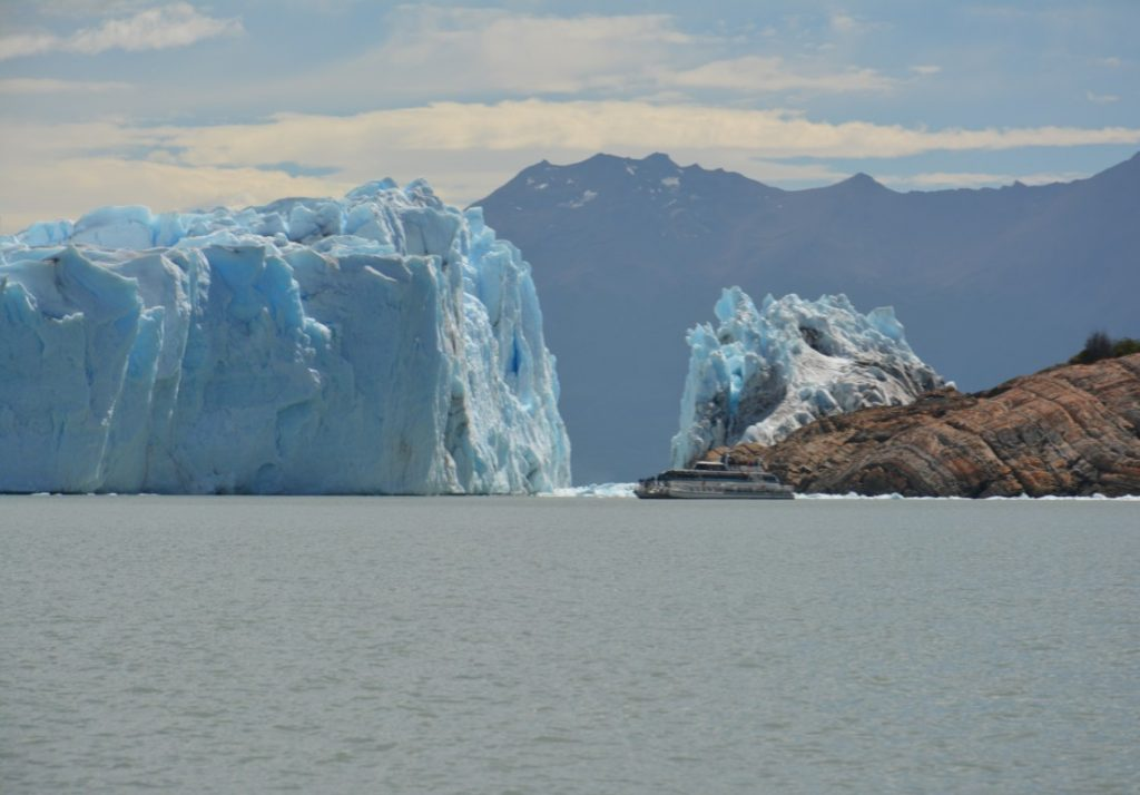 boat_trip_patagonic_ice_snowfield